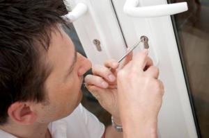 Hiring a locksmith service provider